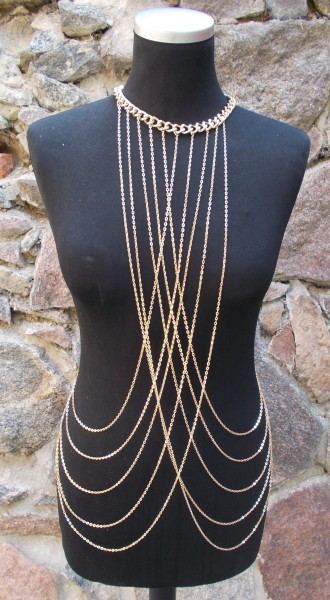 Goldene Body Chain - Körperschmuck für die mutige Frau