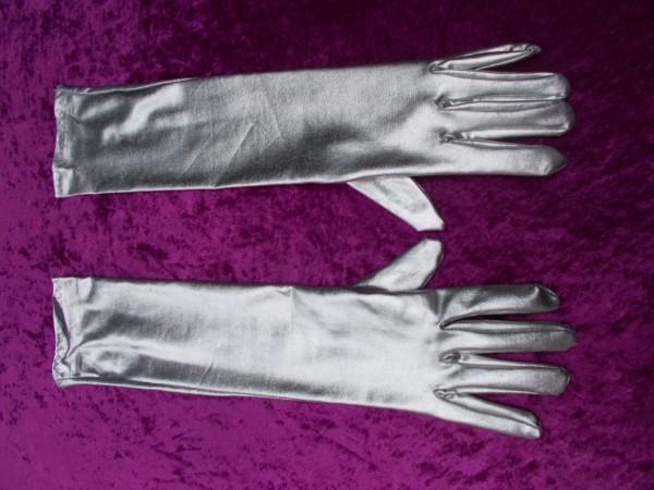 Lange silberfarbene Handschuhe - ein glamouröses Accessoire für Fetisch Outfits