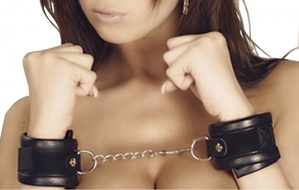 Bondage Lederhandfessel mit D-Ring ❘ Klettverschluss